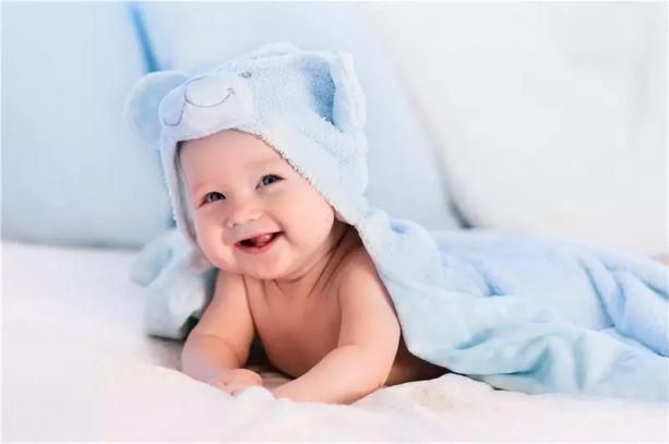 宝宝迟迟不会爬行,如何教训练宝宝呢?